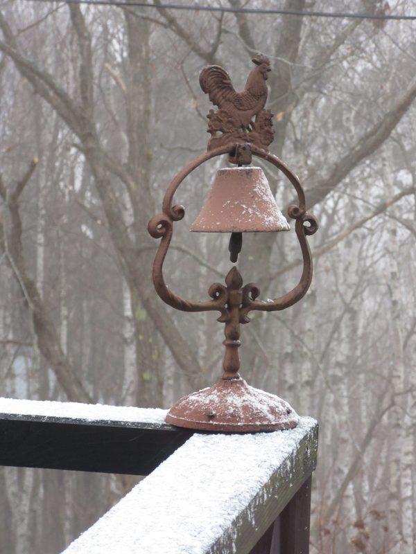 今朝は薄っすらと初雪